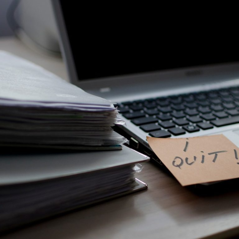"""""""I quit!"""" written on sticky note"""