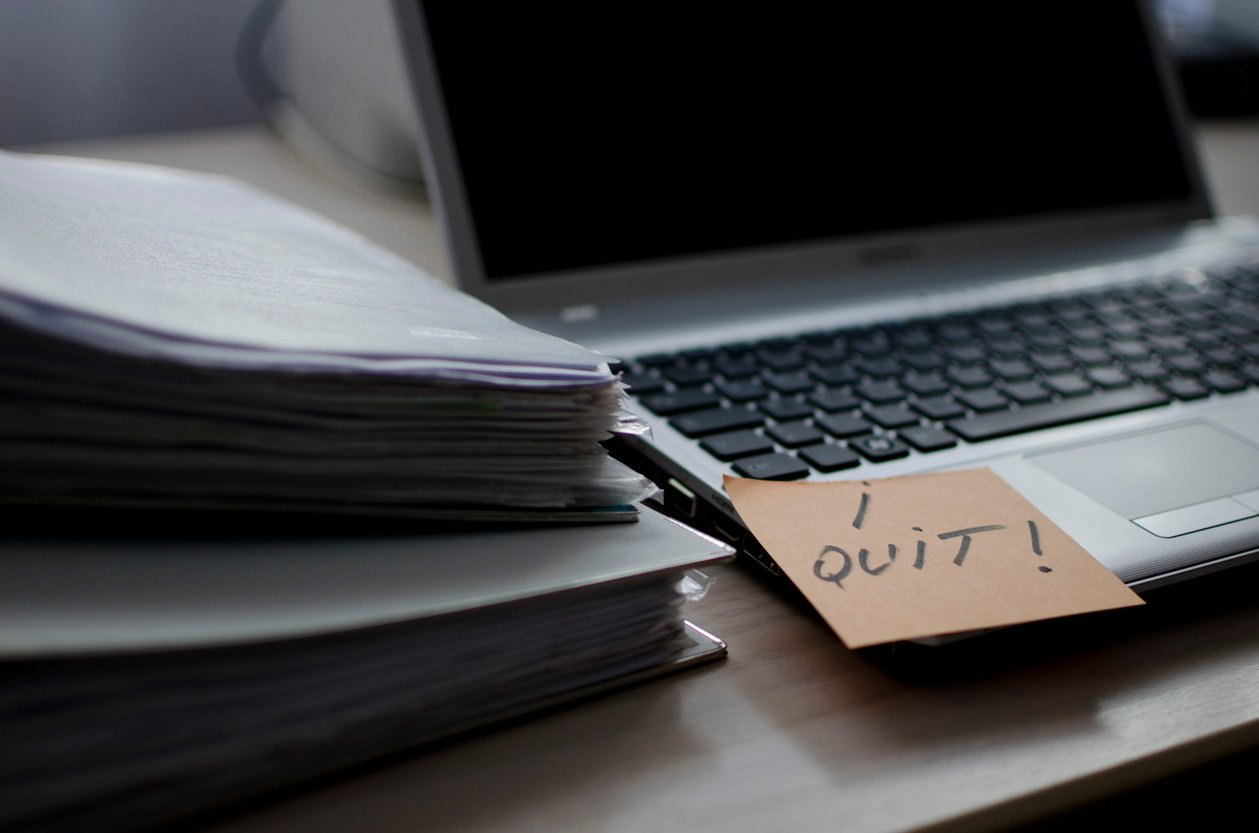 """I quit!"" written on sticky note"