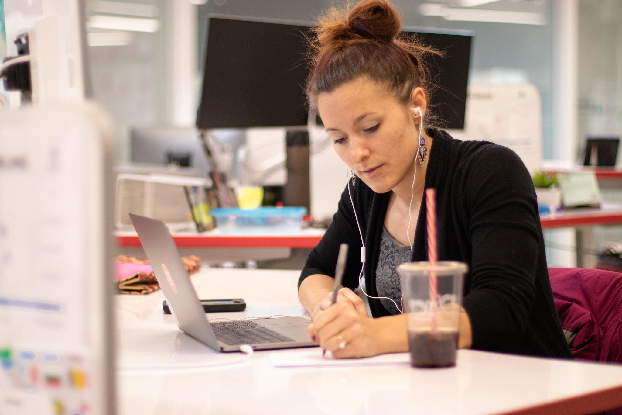 employee embracing open communication as a way to improve employee efficiency